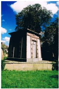 The mausoleum is built in the Egyptian style and in contrasting pink and grey granite